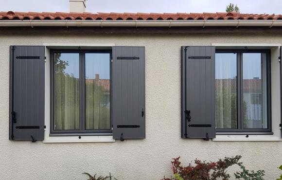 Menuiseries et Porte d'entrée Aluminium K-LINE / Volets battants Aluminium SOTHOFERM – ESNANDES