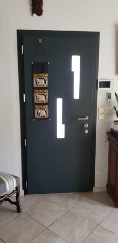 porte-d-entrée-aluminium-kline-lagord-1