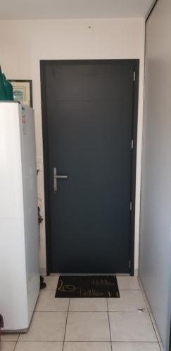 porte-de-service-aluminium-kline-lagord