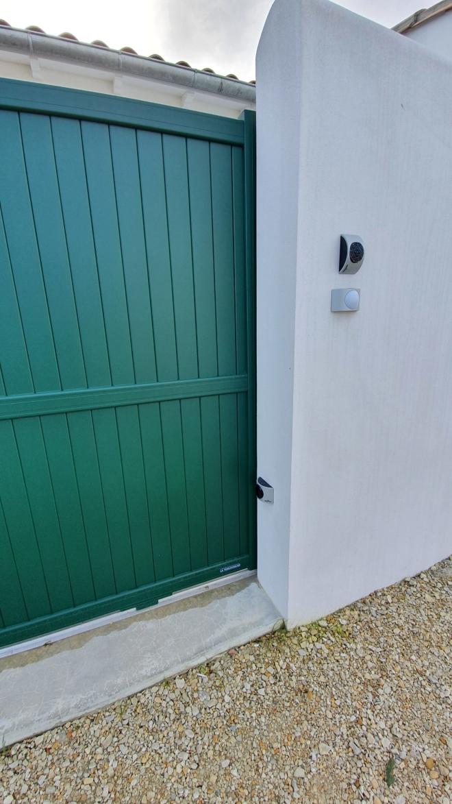 Portail-aluminium- glasgow-la-toulousaine-rivedoux-ile-de-re-5