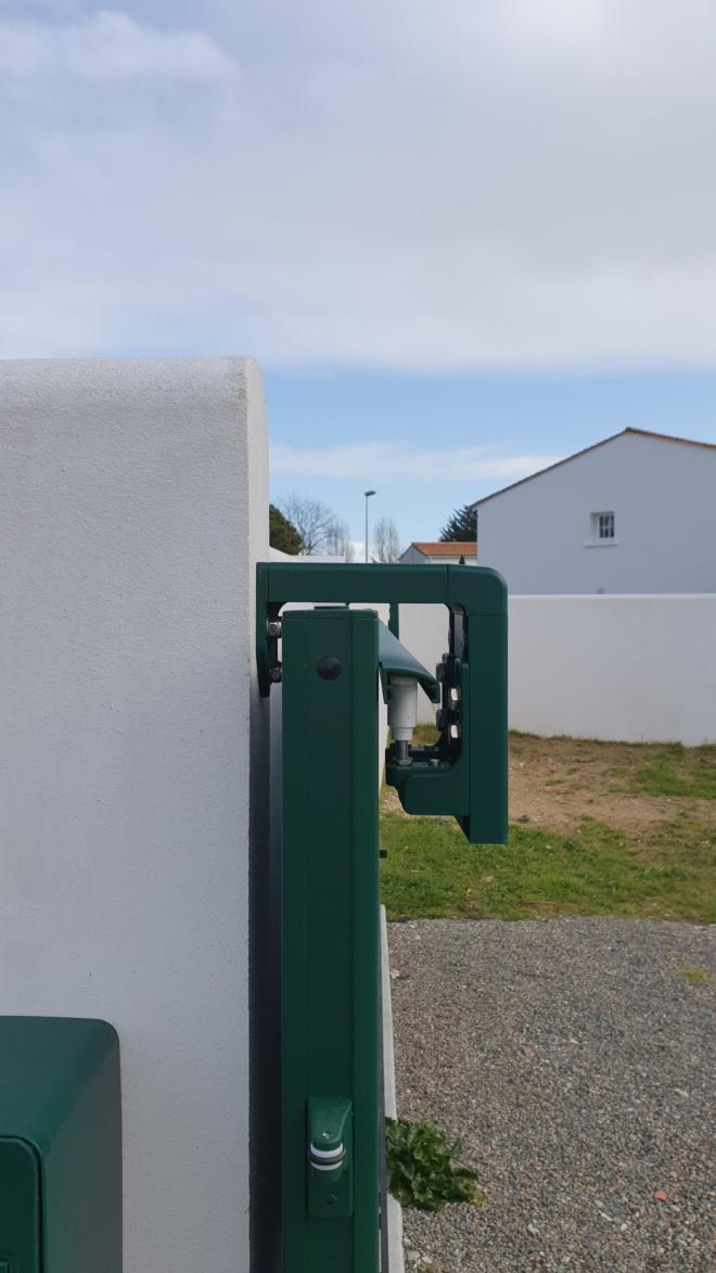 Portail-aluminium- glasgow-la-toulousaine-rivedoux-ile-de-re-6