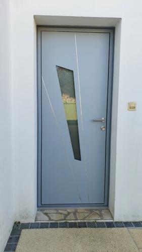 porte-dentree-k.line-aluminium-menuiserie-larochelle-17000-hta