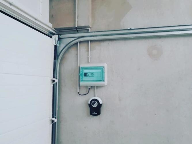 porte-garge-sectionnelle-motorise-la-rochelle-17000-hta